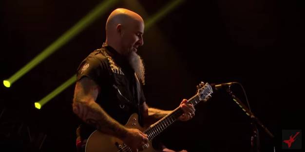 Scott Ian Plays his New Malcolm Young Salute Jet Live with Anthrax